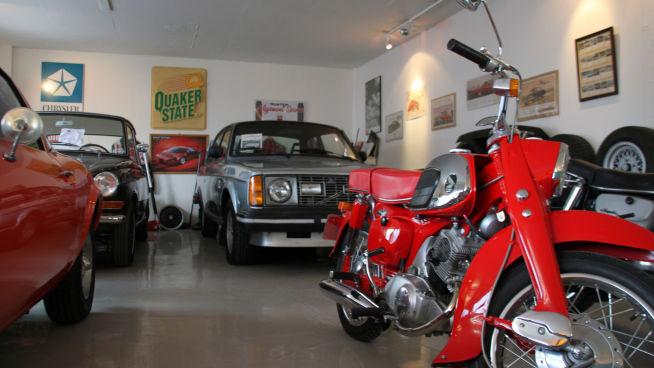<p><b>LETT BLANDING:</b> Til venstre en Opel GT, bak den DAF 55, så en Volvo 242 GT og foran en Honda 125 Benli fra midten av sekstitallet.<br/></p>