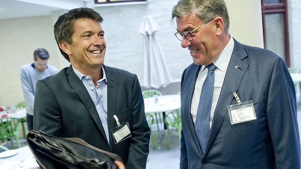 <p><b>INGEN NØD:</b> Administrerende direktør i Rema 1000, Ole Robert Reitan (43) (t.v.), i samtale med største eier i Orkla, Stein Erik Hagen (59). Til sammen har de hentet ut over to milliarder kroner i utbytte de siste årene.<br/></p>