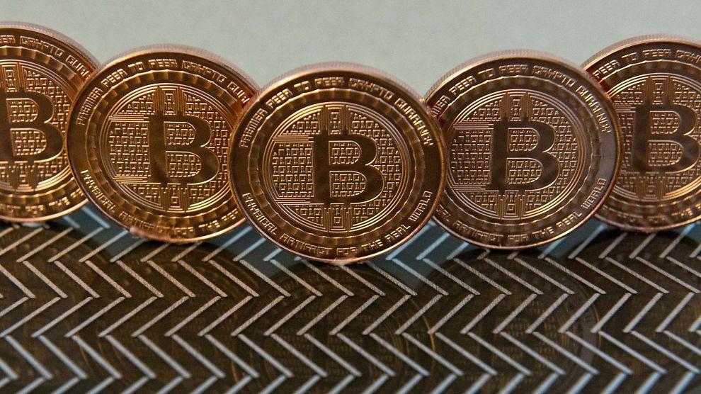 <p><b>BITCOIN:</b> Bitcoin er en digital valuta som tillater anonymt eierskap og anonyme overføringer av verdier.</p>