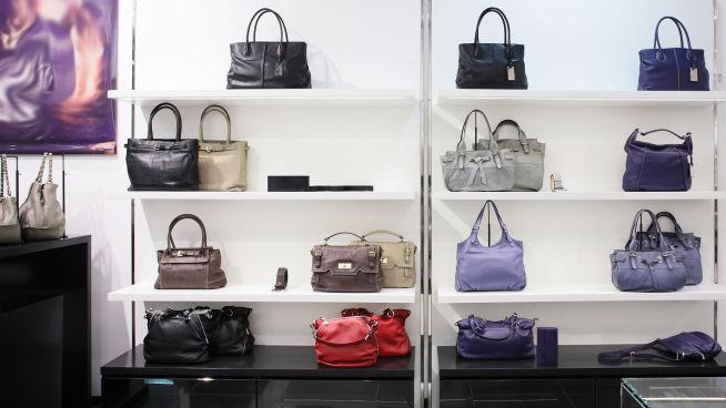 <p><b>BØR LIGGE HJEMME:</b> Studier viser et mange reagerer positivt på luksus-merker, men la Gucci-vesken ligge hjemme når du skal på jobbintervju, mener ekespertene.</p>