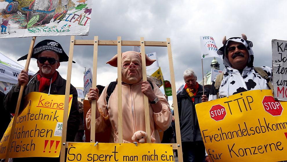 <p><b>DEMONSTRASJON:</b> I Tyskland har motstanden mot TTIP vært stor. Bildet er fra et protesttog i Berlin lørdag.</p>