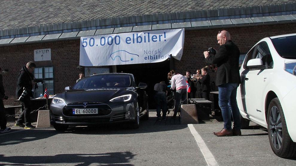 <p><b>JUBILEUMSBIL</b>: En Tesla Model S fikk æren av å markere 50.000 elbiler i Norge.<br/></p>