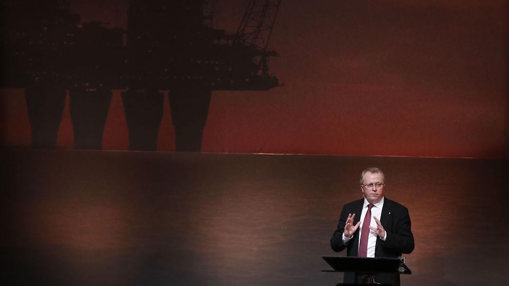 <p><b>DYSTRE TIDER:</b> Statoil-sjef Eldar Sætre har intensivert kuttene som forgjengeren Helge Lund satte i gang før oljeprisen begynte å falle. Bildet er fra årsmøtet til bransjeforeningen Norsk Olje og Gass i mars.<br/></p>