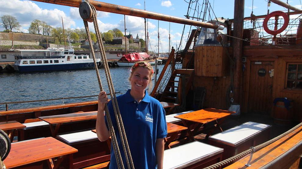<p><b>SKIP O' HOI:</b> Svenske Susanne Nilsson (29) tilbringer sommerhalvåret på en norsk seilskute, før hun deretter skal tilbringe det neste halve året på reisefot i privat regi. Hun var en av 830 som søkte på seks deltidsstillinger som matros på turistbåt i Oslo.<br/></p>