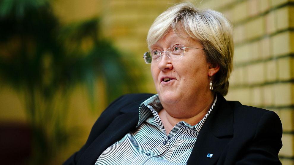 <p><b>FISKEFLOKE:</b> Fiskeriminister Elisabeth Aspaker møter kraftig kritikk fra administrerende direktør Stein Lier-Hansen i NHOs største forening, Norsk Industri. Hun svarer med å vise til at hun skal ivareta en hel nærings interesser, ikke interessene til ett selskap.</p>
