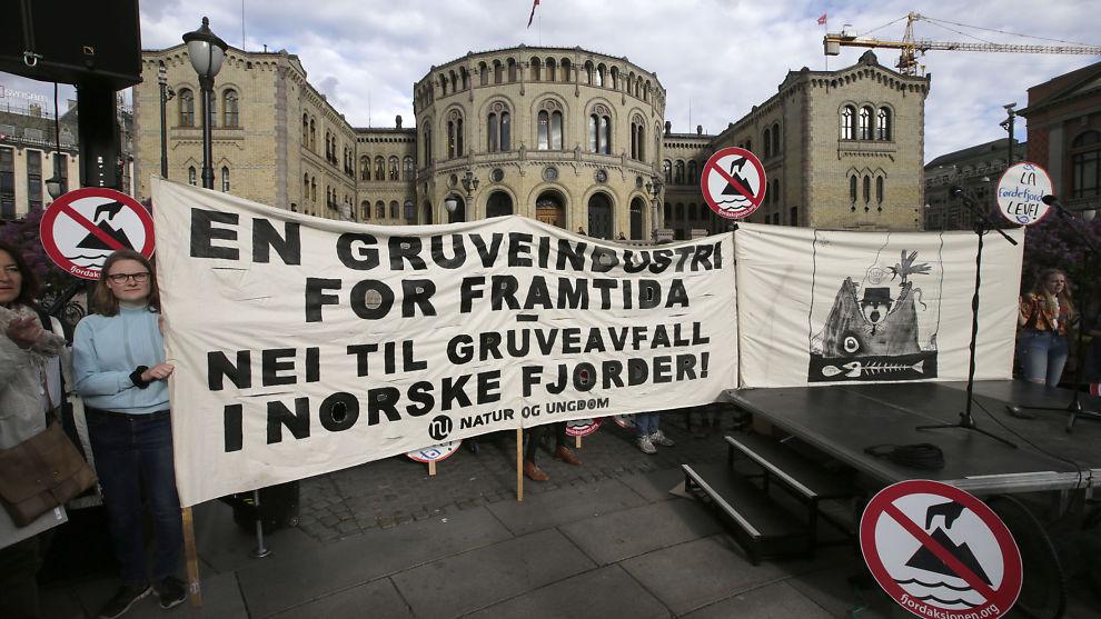 <p><b>NEI TIL DEPONI:</b> Natur og Ungdom, Naturvernforbundet og Vevring og Førdefjorden Miljøgruppe vil ikke ha noe gruvedeponi i Førdefjorden.</p>