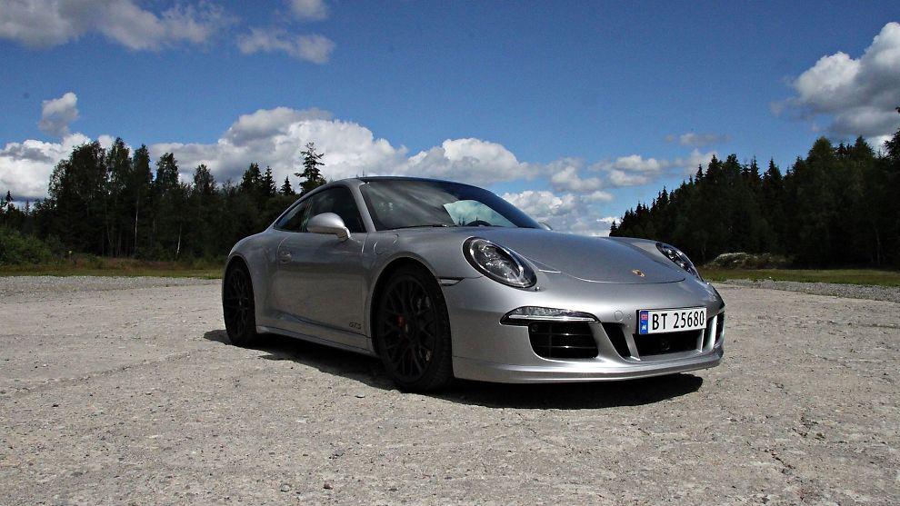 <p><b>LIK, MEN ULIK:</b> Porsche 911 har vært tro mot grunnformen i alle år, men den siste generasjonen er ikke basert på de tidligere. Det er en helt ny konstruksjon.<br/></p>