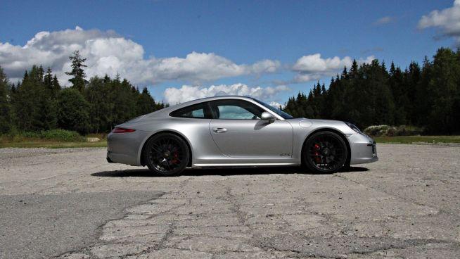 <p><b>CARRERA</b>: 911 Carrera starter med en modell som har 350 hestekrefter og koster drøyt 1,3 millioner. GTS-modellen er den kraftigste med sine 430. 911 Turbo med 520 hestekrefter koster 2,35 millioner kroner.<br/></p>