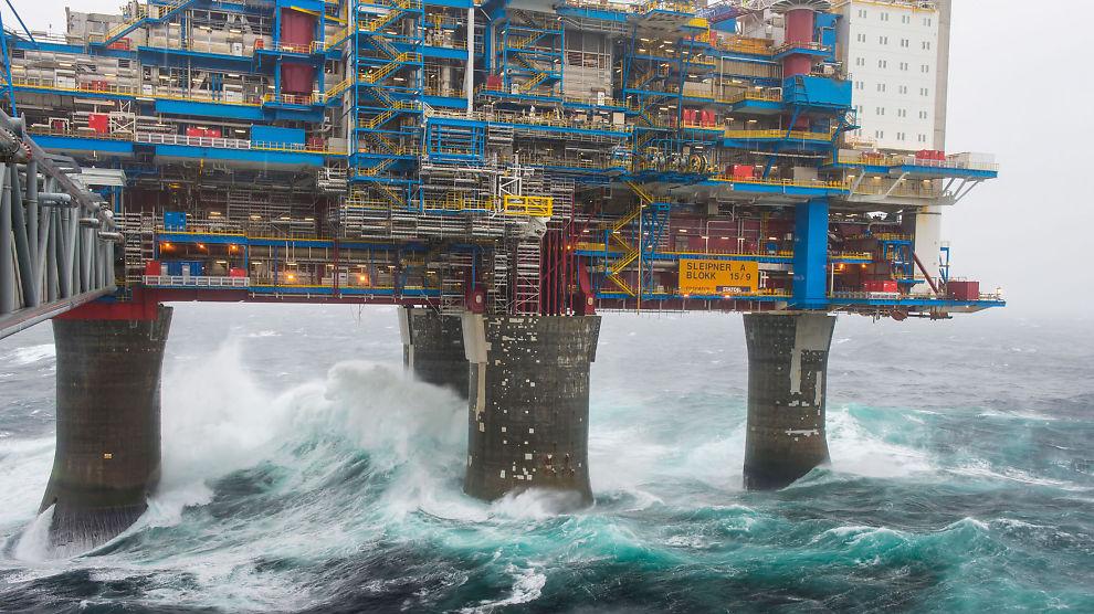 <p><b>NY STORM I VENTE:</b> Oljeprisfallet kan gjøre at flere jobber på norsk sokkel forsvinner, spår seniorøkonom.<br/></p>