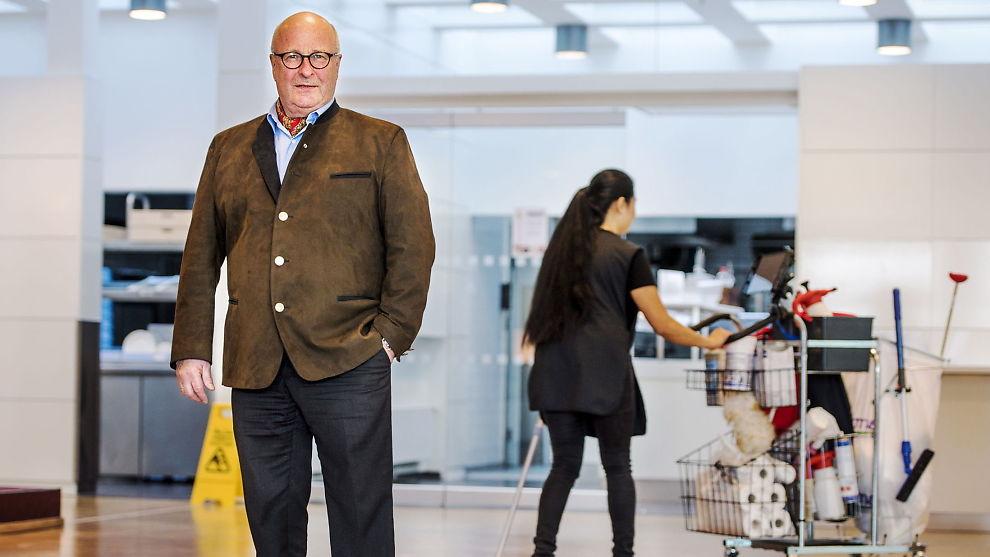 <p>RENHOLD: Administrerende direktør Petter Furulund i NHO Service mener at renholdsbransjen kan være et lurt sted å starte for innvandrere som sliter med å få seg jobb.<br/></p>