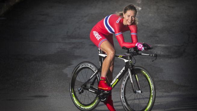 <p><b>- INGEN GRUNN TIL KJØNNSFORSKJELLER:</b> Gunn Rita Dahle Flesjå håper flere menn legger til rette for at konene deres kan delta i sykkelritt.<br/></p>