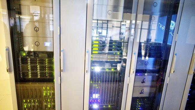 MINI-DATASENTRAL: På kontoret til firmaet Localhost har de bygd en miniatyrversjon av datasentralen. FOTO: KYRRE LIEN/VG