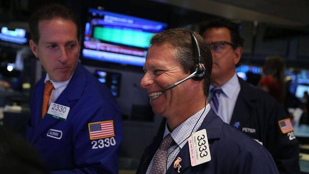 <p><b>LETTET:</b> Meglere på gulvet i hjertet av New York-børsen kan endelig smile etter seks begredelige dager.</p>