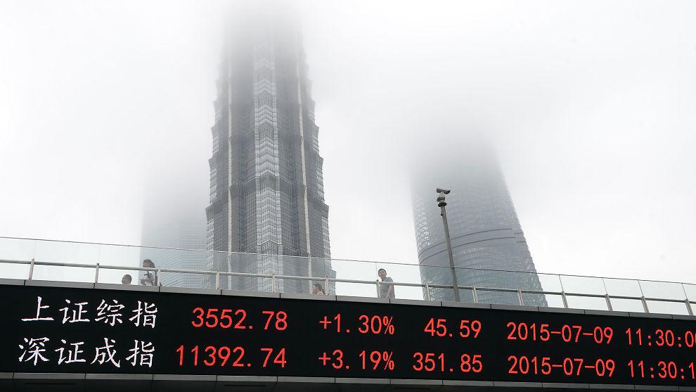 <p><b>TO OG EN HALV GANGER'N:</b> Shanghai-børsen steg kraftig på tolv måneder og det var gøy å sitte med aksjer. Nå er situasjonen en helt annen.<br/></p>