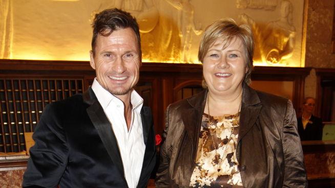 <p><b>INVITERER TIL FLYKTNINGSDUGNAD:</b> Hotelleier Petter Stordalen og statsminister Erna Solberg oppfordrer næringslivet og privatpersoner til å integrere nyankomne flyktninger.</p>