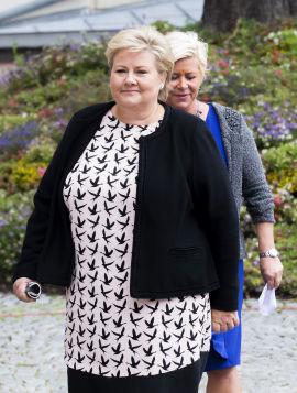 <p><b>LITEN GRUPPE:</b> Statsminister Erna Solberg avfeier Facebook-krigerne som vil boikotte norsk næringsliv som en liten gruppe. Her sammen med finansminister Siv Jensen (Frp).</p>