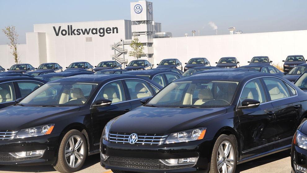 <p><b>MISTENKES FOR JUKS:</b> Amerikanske myndigheter mener Volkswagen jukset for å få dieselbilene sine godkjent i USA. Bildet fra selskapets fabrikk i Chattanooga, Tennessee, der man blant annet produserer den amerikanske varianten av Passat.</p>