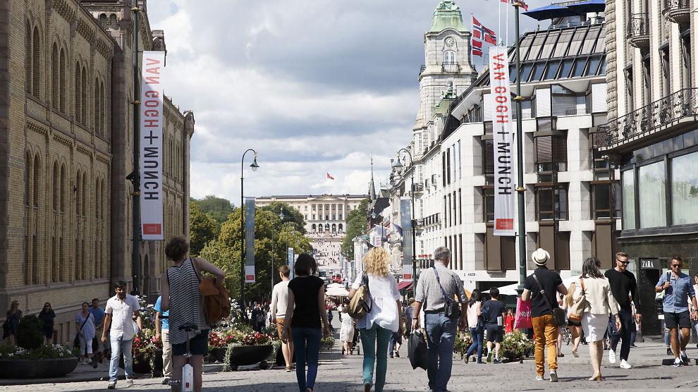 <p><b>HISTORISK:</b> Aldri har Norges Bank hatt minusrente. Det har vi nå, ettersom den såkalte reserverenten har krøpet ned til -0,25 prosent. Bildet viser Oslo sentrum og Karl Johans gate.</p>