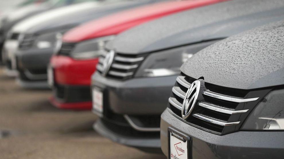 <p><b>SKANDALERAMMET:</b> Volkswagen har jukset med utslippsmålene.<br/></p>