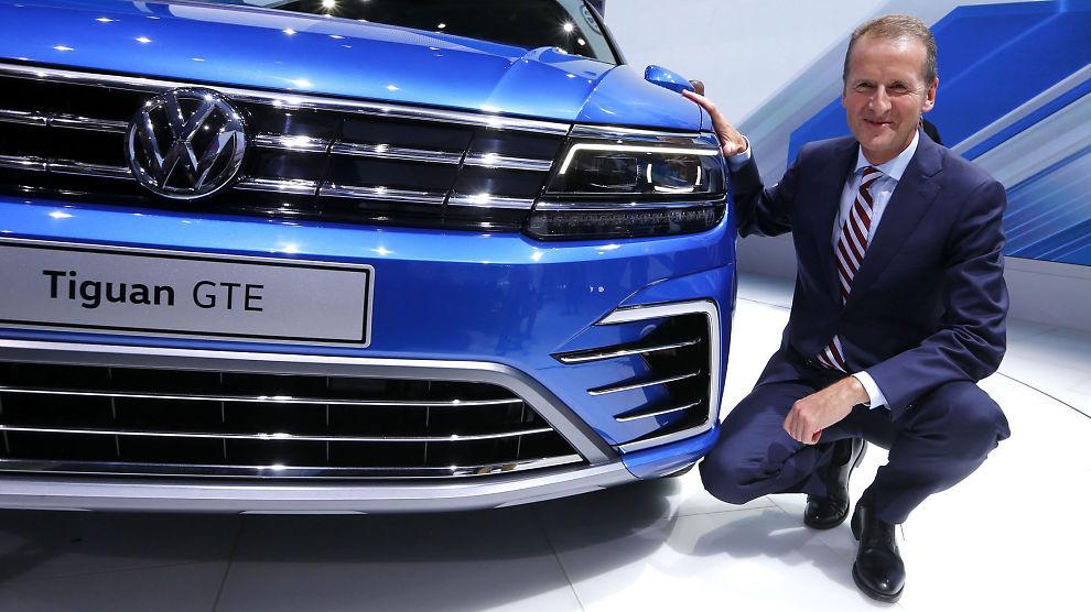 <p><b>NY PLAN:</b> Herbert Diess, konsernsjef i Volkswagen-personbiler, på bilutstillingen i Frankfurt noen dager før dieselskandalen la seg som en mørk sky over den gigantiske bilprodusenten.<br/></p>