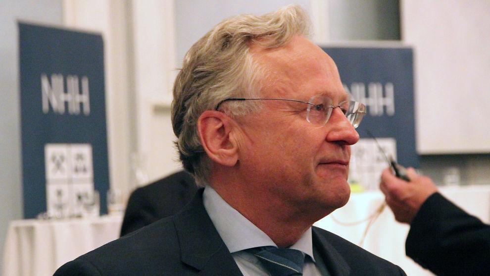 <p><b>– UTFORDRENDE:</b> Svein Gjedrem holdt det første innlegget på NHHs høstkonferanse. Der tegner han et utfordrende bilde for å møte utgiftsveksten i offentlig sektor.</p>