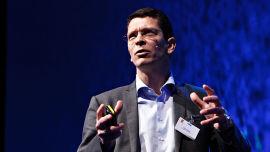 <p>Geir Håøy, sjef for Kongsberg Maritime, skal nå gjennomføre en nedbemanning i egne rekker.<br/></p>