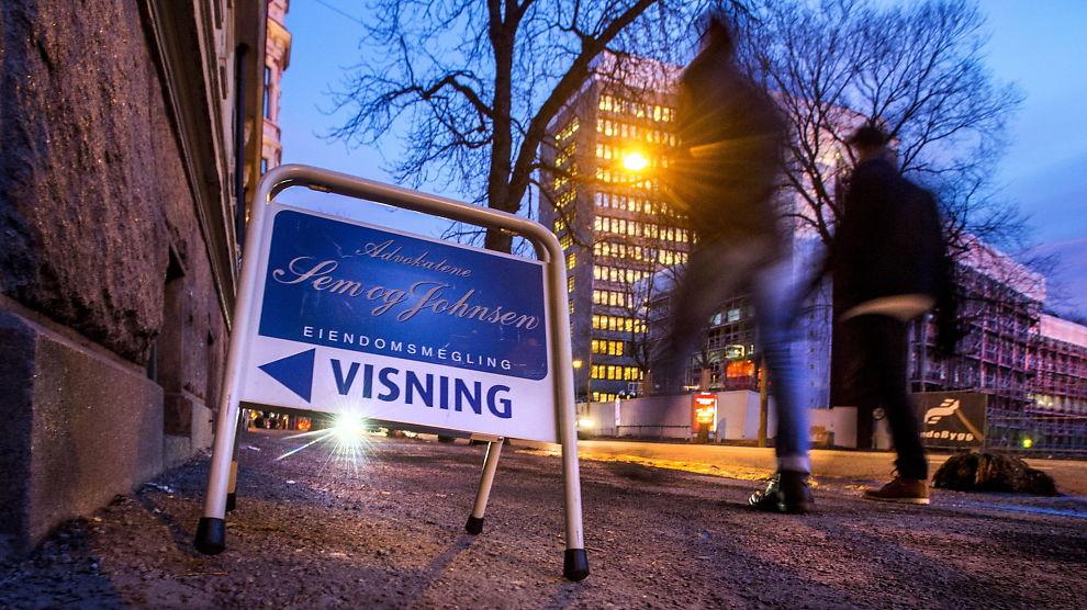 <p><b>KONFLIKTOMRÅDE:</b> Det selges 120.000 boliger i Norge - for mange ender i krangel, mener kronikkforfatteren. Her er et visningsskilt i Bygdøy Allé på Oslos vestkant.</p>