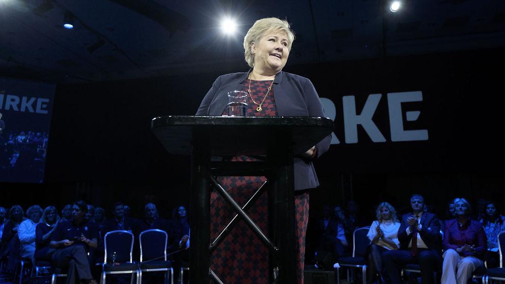 <p><b>OFFENTLIG OMSTILLING:</b> Artikkelforfatteren mener statsminister Erna Solberg må sørge for omstilling i offentlig sektor også.</p>