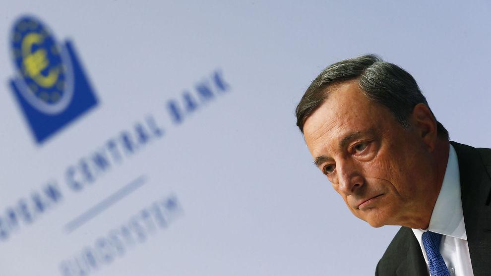 <p><b>ENDA MER I MINUS:</b> Det er utsikter for at sentralbanksjef Mario Draghi vil svinge renteøksen i desember.<br/></p>