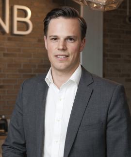 <p><b>VIL IKKE FÅ EN ALTFOR AGGRESSIV MARKEDSFØRING:</b> Even Westerveld, informasjonsdirektør i DNB.</p>