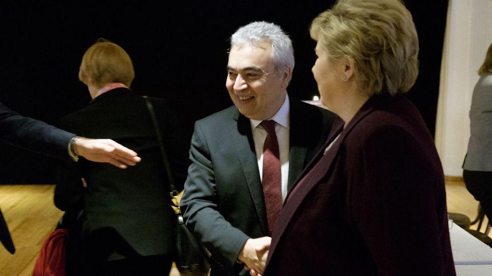 <p><b>NORGESBESØK:</b> Fatih Birol, som er leder for Det internasjonale energibyrået (IEA), hilser her på statsminister Erna Solberg,<br/></p>