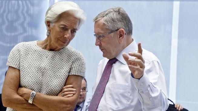 <p><b>UENIGE:</b> IMF-sjef Christine Lagarde, som mener Hellas må gå gjeldssanering, i samtale med Klaug Regling som leder eurosonens krisefond.<br/></p>