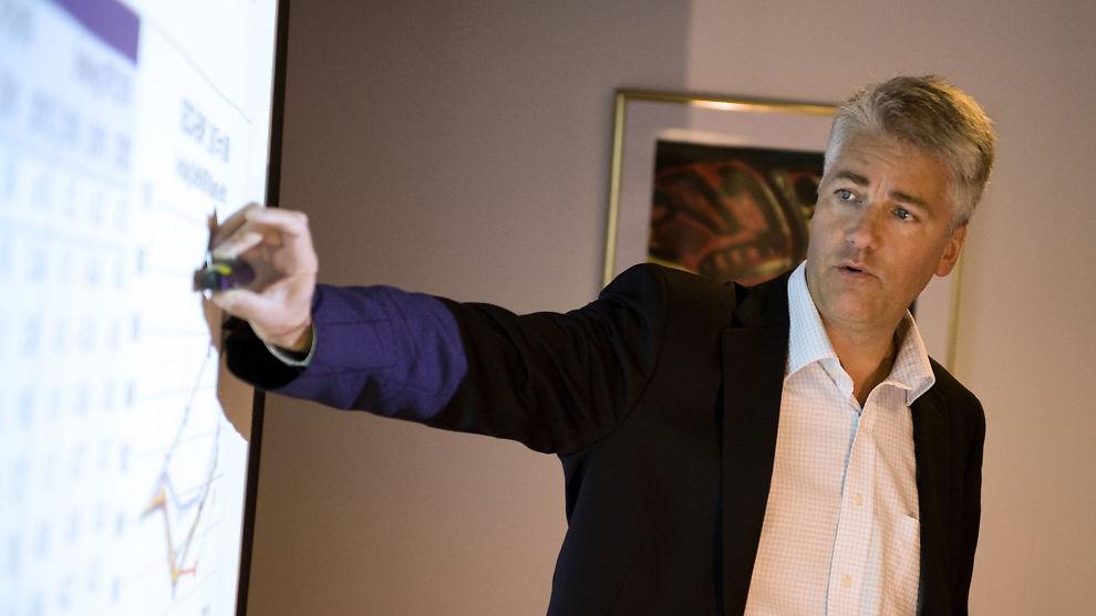 <p><b>NYE TIDER:</b> Det ser ikke lyst ut for folks kjøpekraft neste år, ifølge sjeføkonom Øystein Dørum i DNB.</p>