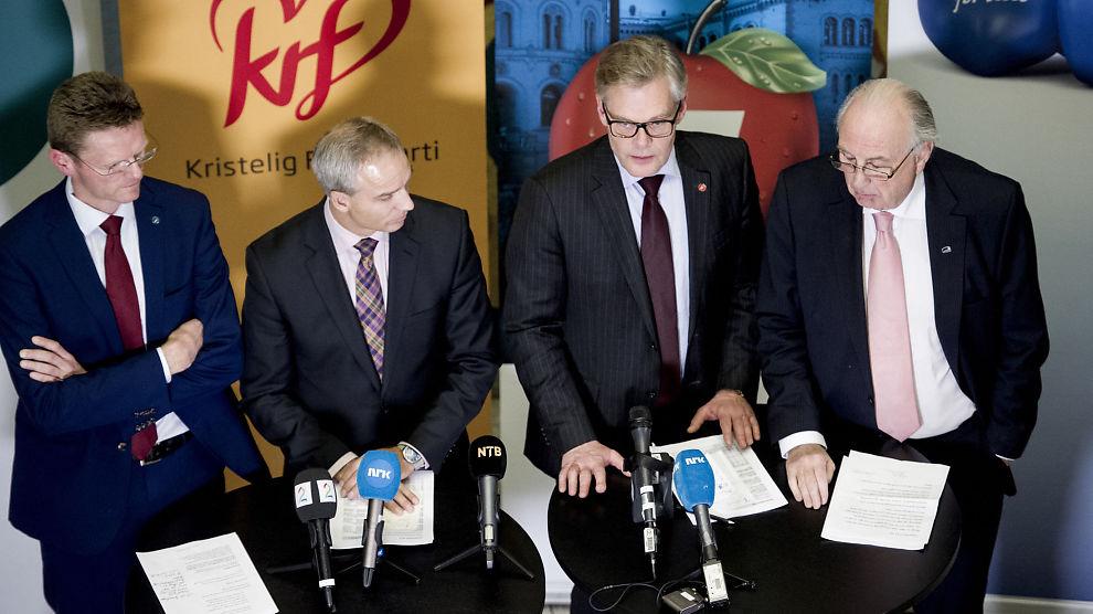 ENDRET STATKRAFT-VILKÅRENE: Terje Breivik (V) (f.v), Hans Olav Syversen (KrF), Hans Andreas Limi (Frp) og Svein Flåtten (H) under fremleggelsen av forslaget til statsbudsjett for 2016.