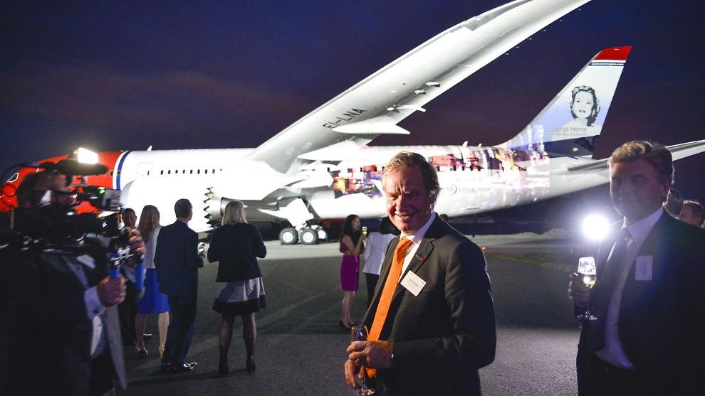 <p><b>VOKSER KRAFTIG:</b> Det er gått to og et halvt år siden Norwegian-sjef Bjørn Kjos (t.v.) og selskapets styreleder Bjørn H. Kise (t.h.) mottok selskapets første Dreamliner-langdistansefly. I tiden fremover skal selskapet motta langt flere slike fly, men i en større versjon.</p>