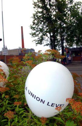 <p><b>«LA UNION LEVE»:</b> Skien mobiliserte da daværende næringsminister Brende besøkte Union i 2005.</p>