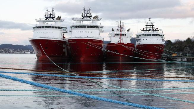 <p><b>I FORTØYNINGENE:</b> Supplyskip fra Farstad Shipping i opplag i Ålesund i februar.</p>