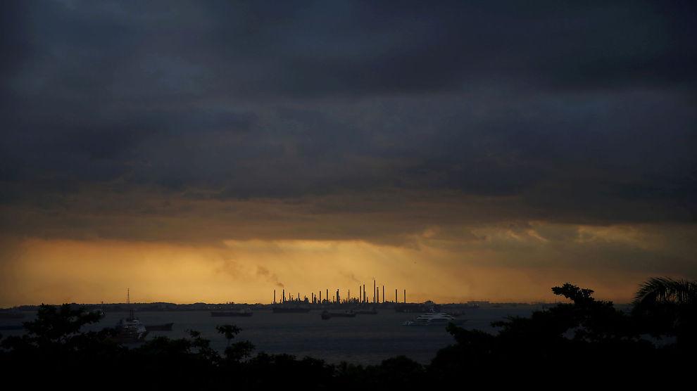 <p>MER RISIKO: Oljesektoren må fortsette å bruke penger på nye prosjekter for å unngå fall i produksjonen, mener Det internasjonale energibyrået. Men IEA sier at selskapene også må være klar over risikoen for at omstillingen av energimarkedet kan skje i rykk og napp.</p>