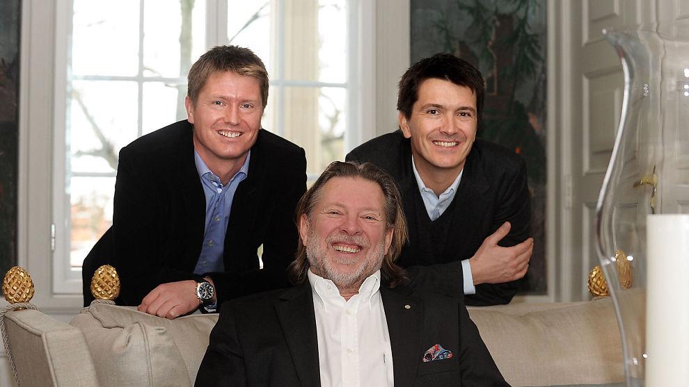 <p><b>DAGLIGVAREMAJORER:</b> Reitangruppen, represnetert ved pappa Odd Reitan (foran) og sønnene Ole Robert Reitan (th) og Magnus Reitan (tv).</p>