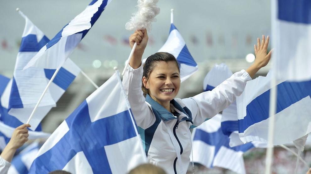 <p><b>OMSTRIDT FORSLAG:</b> Finland står på trappene til å innføre borgerlønn, etter at prøveprosjektet Nasjonal Basisinntekt nå skal gi gratis støtte til 2.000 arbeidsledige. Her er den finske delegasjonen ved World Gymnaestrada 2015 i Helsinki.</p>