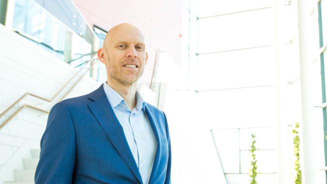 </p> <p><b>JA TIL SKY:</b> – Det bør være i alles interesser at det offentlige benytter seg av mulighetene til å redusere kostnader, øke sikkerheten og bli mer fleksible, sier Henning Hesjedal, Country Manager Avanade Norge.</p> <p>