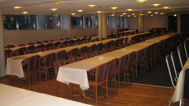 <p>FØR: Brunt, og litt trist. Slik så restauranten i Thon Hotel Vika Atrium ut <i>før</i> hotellkjeden bestemte seg for å investere i farger og glede for sine hotell- og konferansegjester.</p>