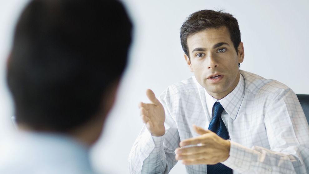 <p><b>TA SAMTALEN:</b> Ledere bør ikke la være å ta den vanskelige samtalen med kolleger.</p>