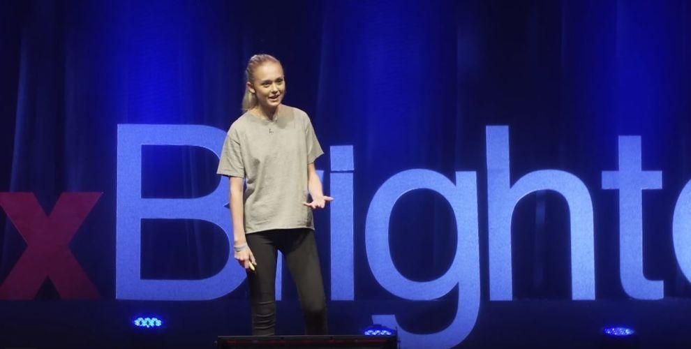 <p><b>MANGE NAVN</b>: 19 år gamle Beau Jessup har tjent millioner på å navngi kinesiske barn. Her fra en Ted Talk i Brighton i 2017.</p>