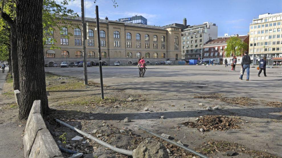 <p><b>REKKEFØLGEKRAV</b>: Entra måtte betale for sykkelvei og trikkespor da de skulle bygge juridisk fakultet på Tullinløkka. Det ville ikke Oslo tingrett ha noe av. På bildet Tullinløkka i 2011.</p>