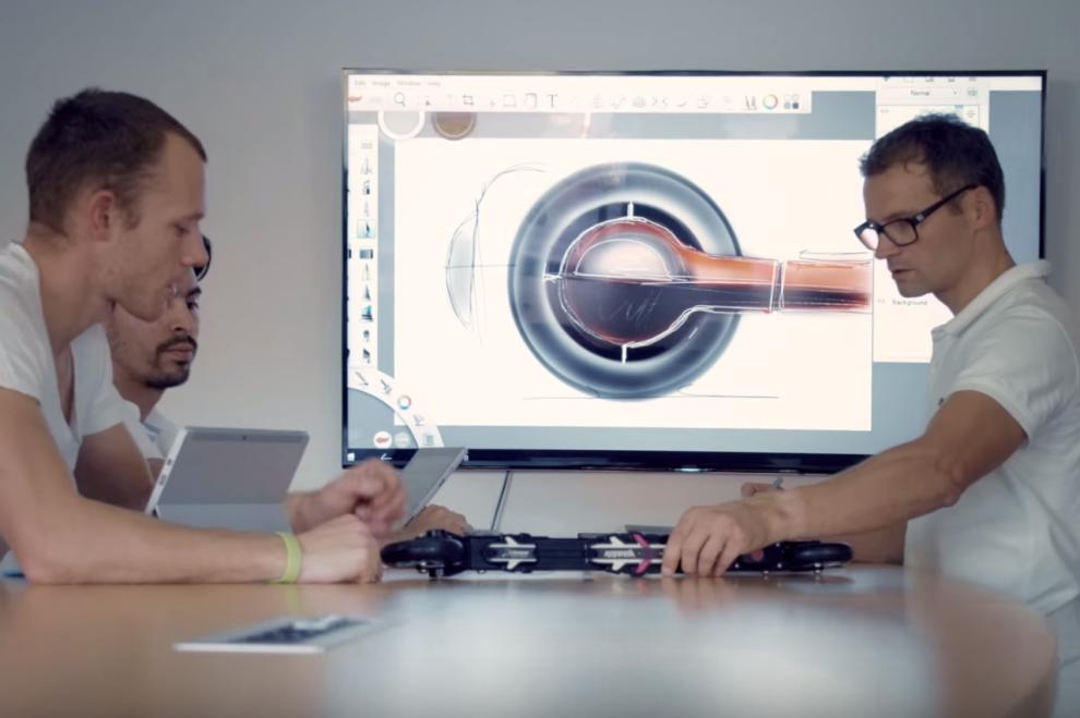 <p><b>UTVIKLET NY RULLESKI:</b> Soon Design A/S har utviklet en rulleskitype som lar deg bremse – trådløst. Foto: MICROSOFT</p>