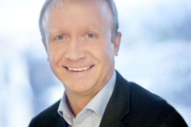 <p><b>INTERESSANTE FUNN:</b> Bjørnar Hovemoen (52) i Microsoft mener vi bør bli flinkere til å skrive notater for hånd. Foto: MICROSOFT</p>