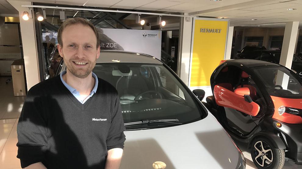 <p><b>ØKT REKKEVIDDE:</b> – Stadig flere benytter seg av elbiler til mer enn bare til og fra jobb, og det har vært en merkbar forandring i måten folk ser på elbiler etter at kjørelengden nådde 400 kilometer, fortellerbilforhandler Fredrik Stangeland.</p>