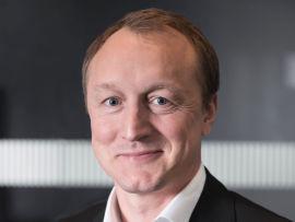 <p><b>ADM.DIR:</b> – Kostnadsfortrinnet til bilene med forbrenningsmotorer økte. Samtidig klarte ikke elbilene å øke rekkevidden eller redusere ladetiden, forteller Nils-Henrik Holmen i Renault Norge.</p>