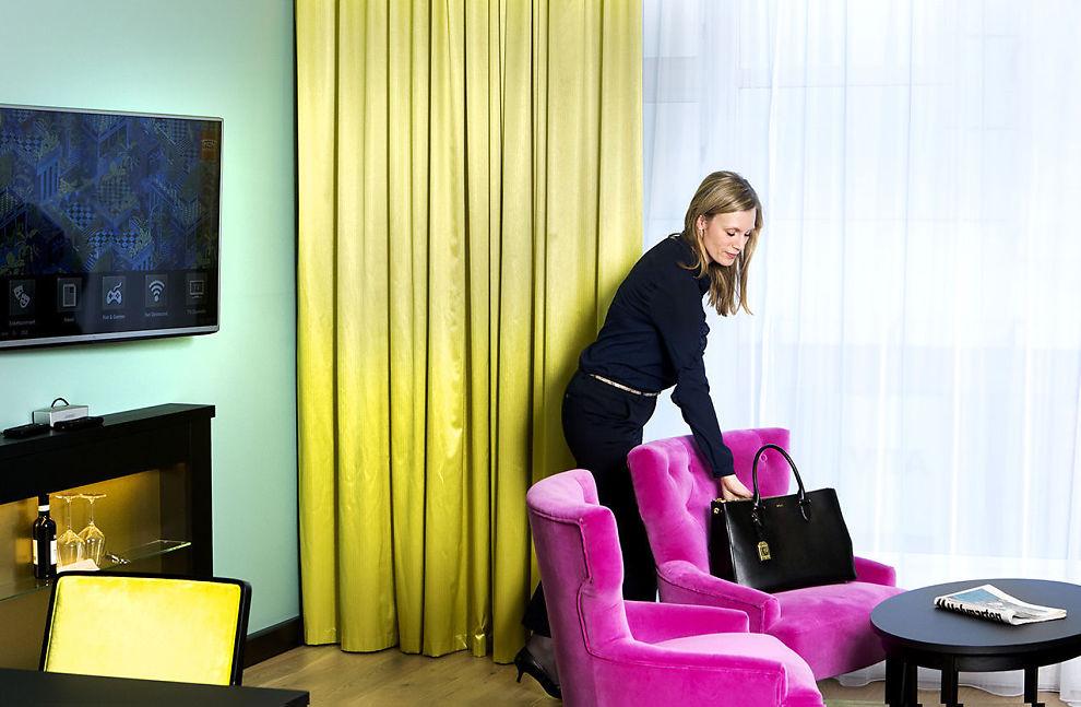 <p>MODERNE DESIGN: Friske farger og freshe møbler går igjen når Thon Hotels har fornyet seg.</p>